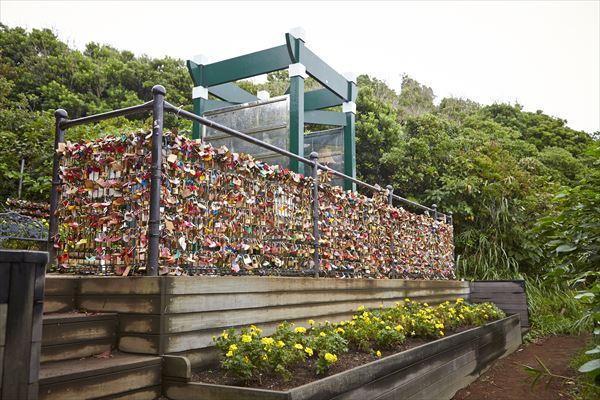 龍恋の鐘のフェンスにかけられた南京錠