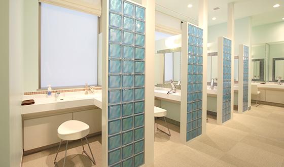 ホットヨガスタジオ美温のパウダールーム画像