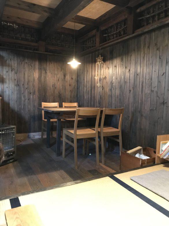内装・テーブル席